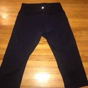 Woman's Navy Lululemon Workout Capri Leggings s 10